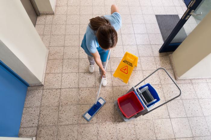 Limpiar suelo de oficina